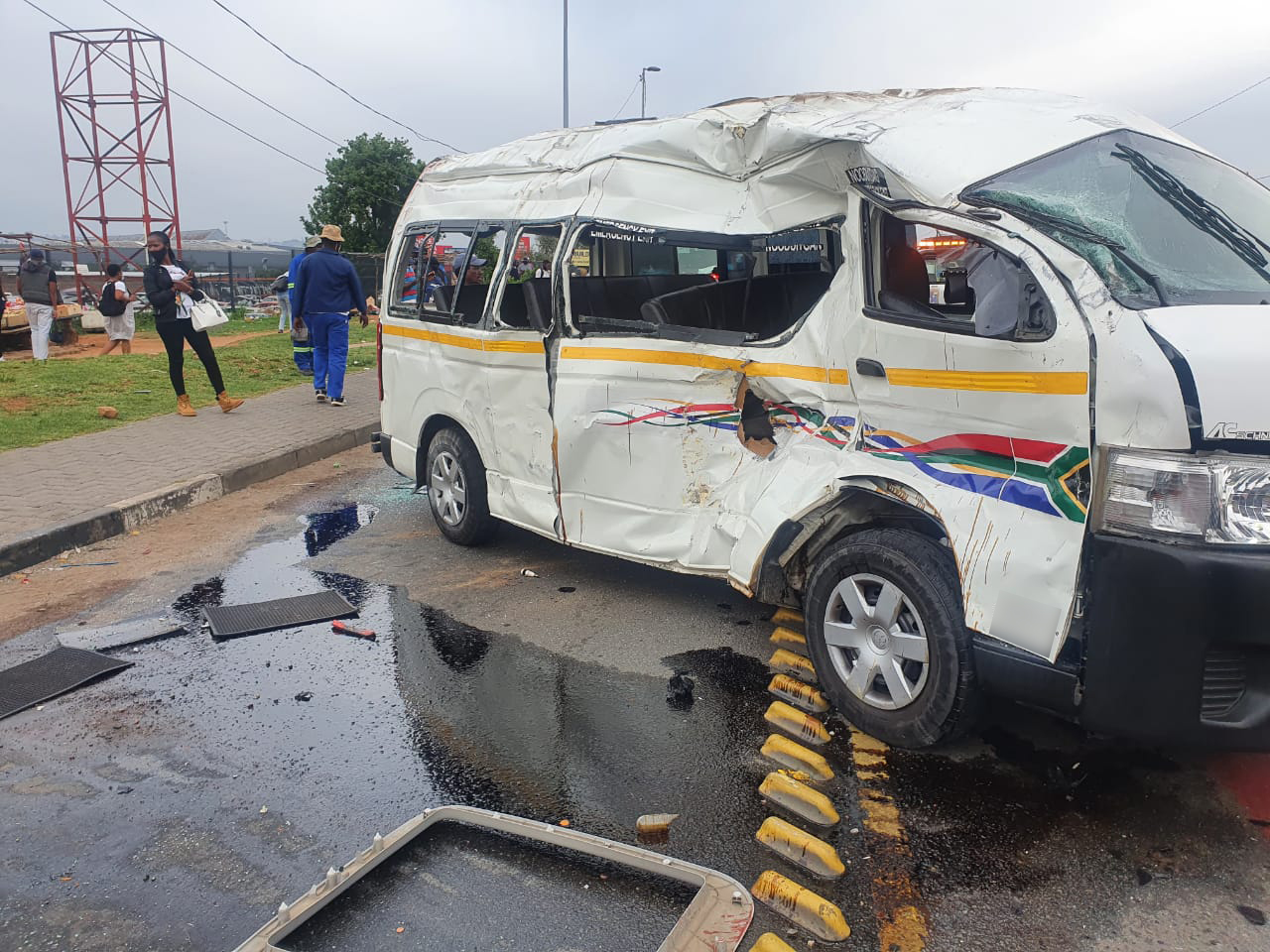 Bus and taxi collide leaving at least 25 injured in Riverlea